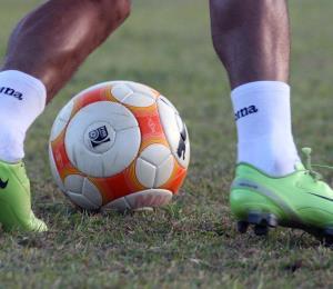 ¿Football, Fútbol, Soccer, o Balompié?