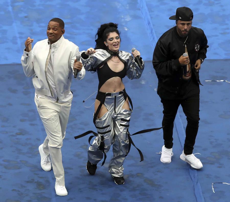 Will Smith,  Era Istrefi y Nicky Jam durante su presentación en la clausura del Mundial. (AP) (semisquare-x3)