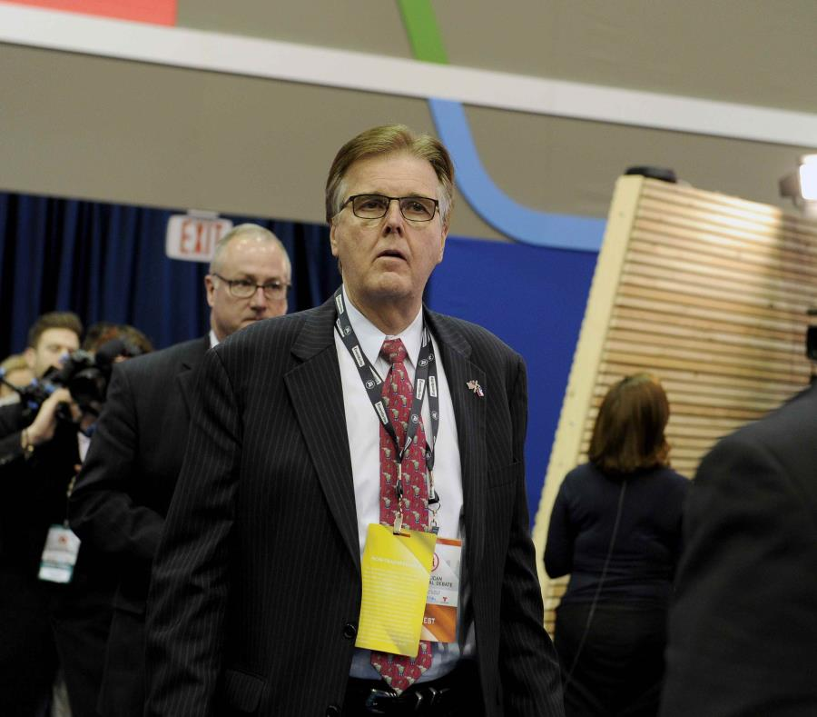 Abuelos, dispuestos a sacrificarse por economía de EU: vicegobernador de Texas