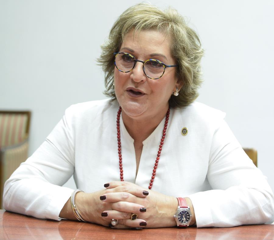Teresita Fuentes elogió el calibre de los empleados del Departamento de Hacienda. (GFR Media) (semisquare-x3)