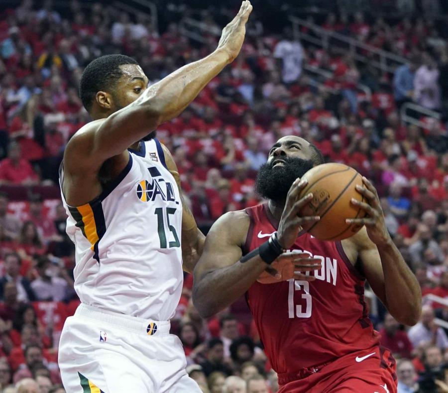 James Harden y Rockets fuliman al Utah Jazz