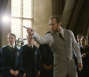 Jude Law afirma que J.K. Rowling lo ayudó a lograr al nuevo Dumbledore