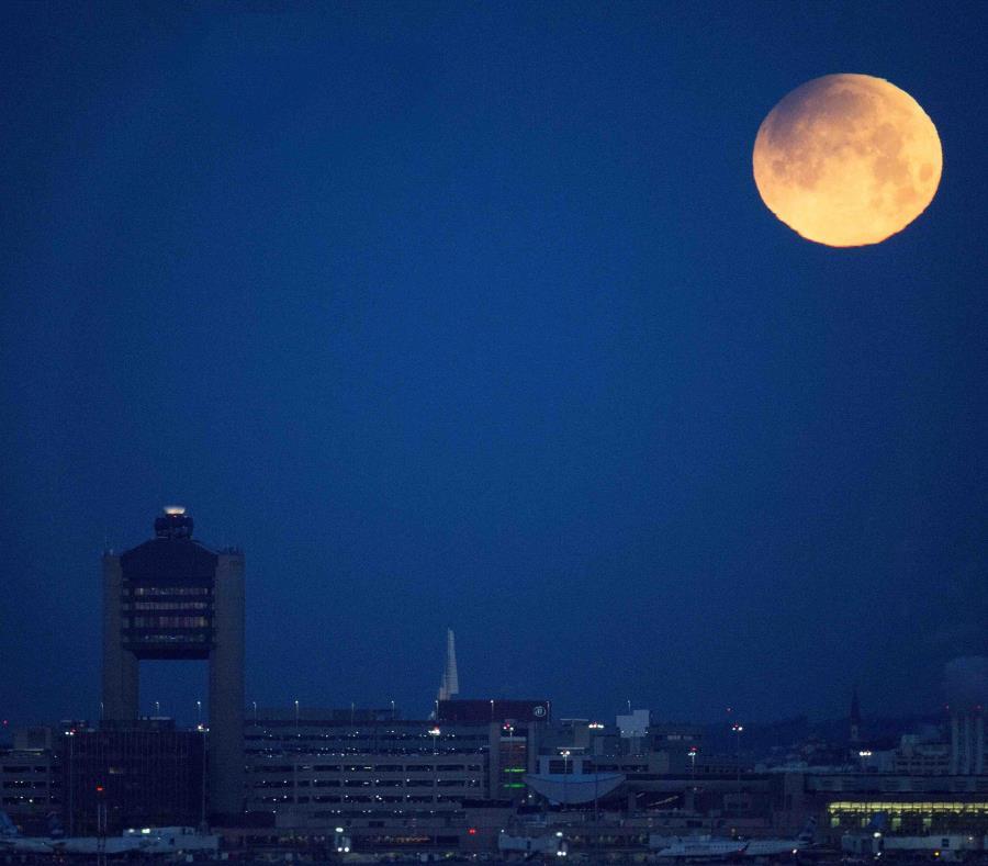 Habrá eclipse lunar, superluna y luna roja a la misma vez. (Agencia EFE) (semisquare-x3)