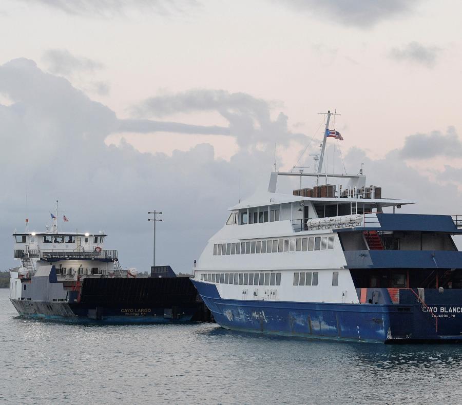 Actualmente la embarcación Isla Bonita es la única que  realiza viajes hacia las islas municipios de Vieques y Culebra desde el terminal de Ceiba. (semisquare-x3)