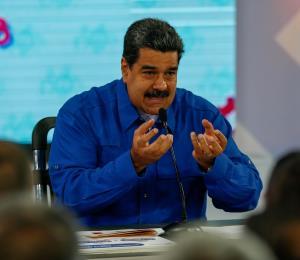 """Maduro llama """"esclavos y mendigos"""" a los jóvenes que emigraron de Venezuela"""