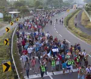 Unos 5,000  migrantes reanudan su marcha hacia Estados Unidos