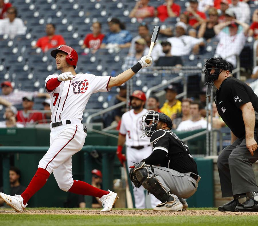 Trea Turner sacudió un jonrón ante Alex Colomé en el noveno inning. (AP/Patrick Semansky) (semisquare-x3)