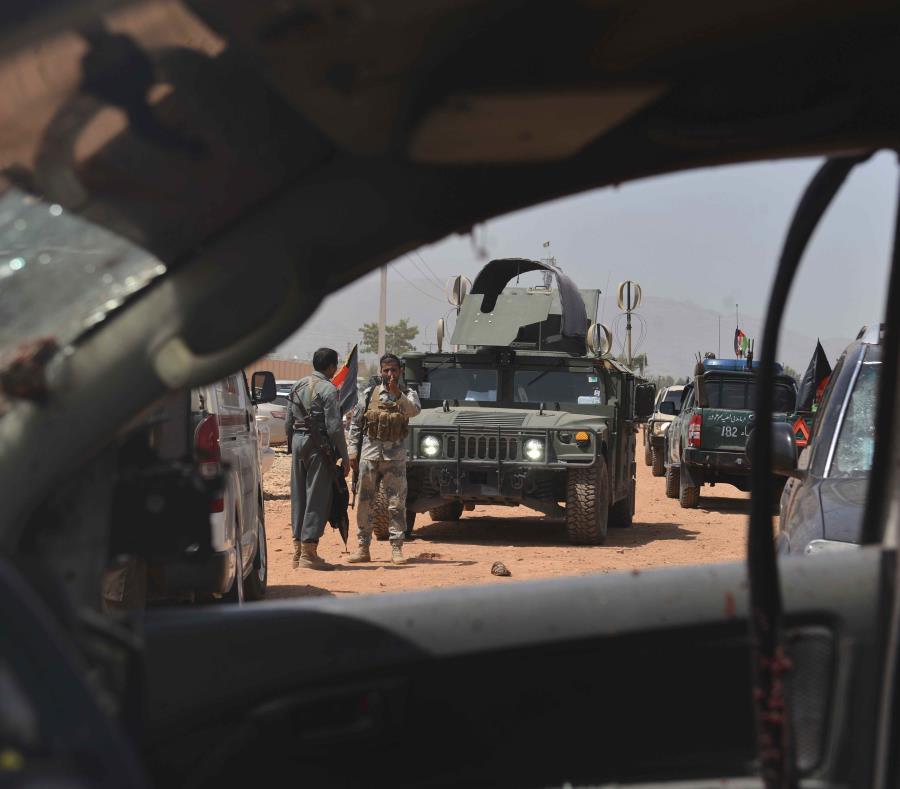 Vista hacia el exterior desde un vehículo militar en Jalalabad, Afganistán. (AP) (semisquare-x3)