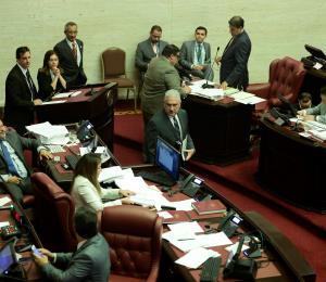 Alargan discusión del presupuesto