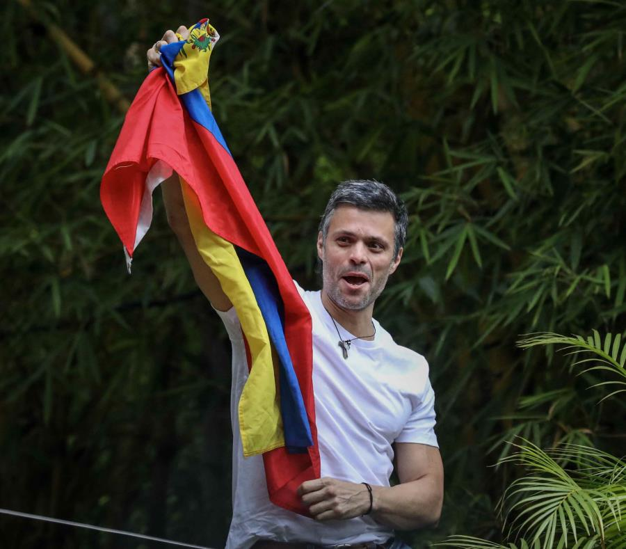 Leopoldo López tras su liberación el martes (semisquare-x3)