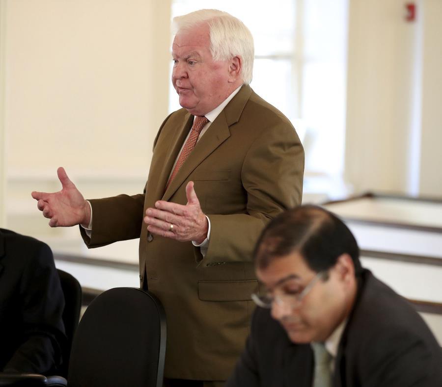 Christopher C. Fallon Jr., abogado de John Bobbitt, argumenta a favor de su cliente en corte. (David Maialetti / The Philadelphia Inquirer vía AP) (semisquare-x3)