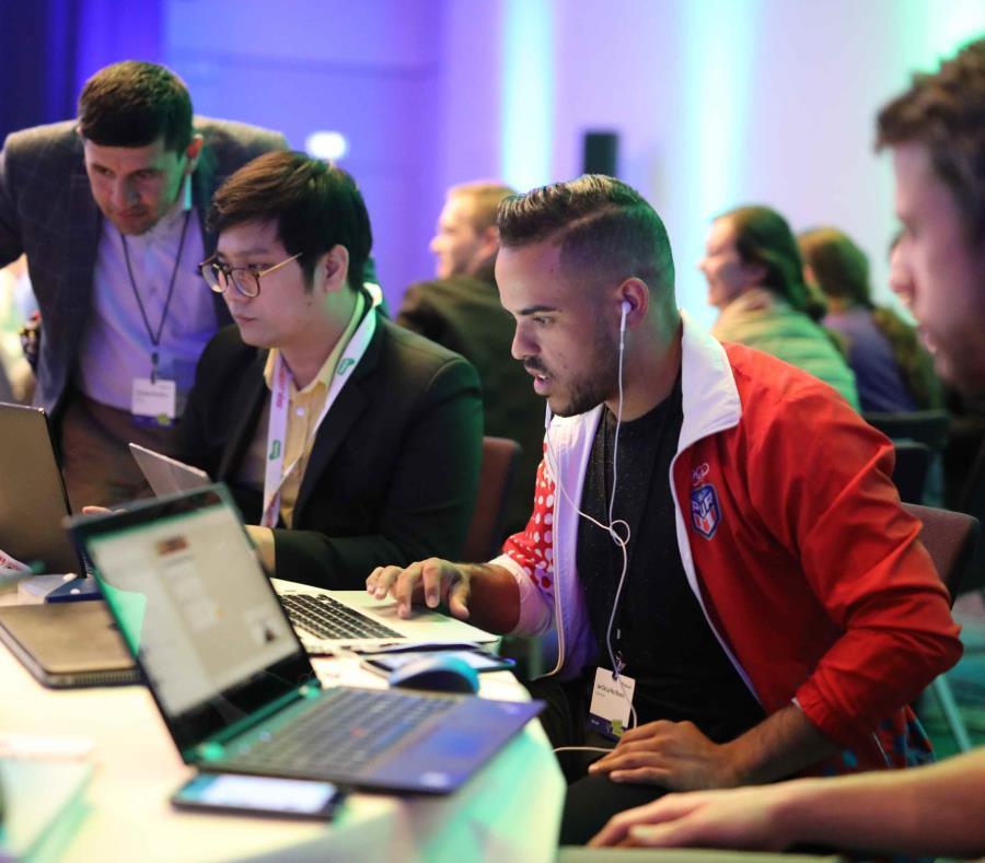 Un grupo de boricuas participan de la conferencia internacional Education Exchange (E2) de Microsoft. (Suministrada) (semisquare-x3)