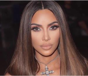 Kim Kardashian posa por primera vez junto a sus 4 hijos