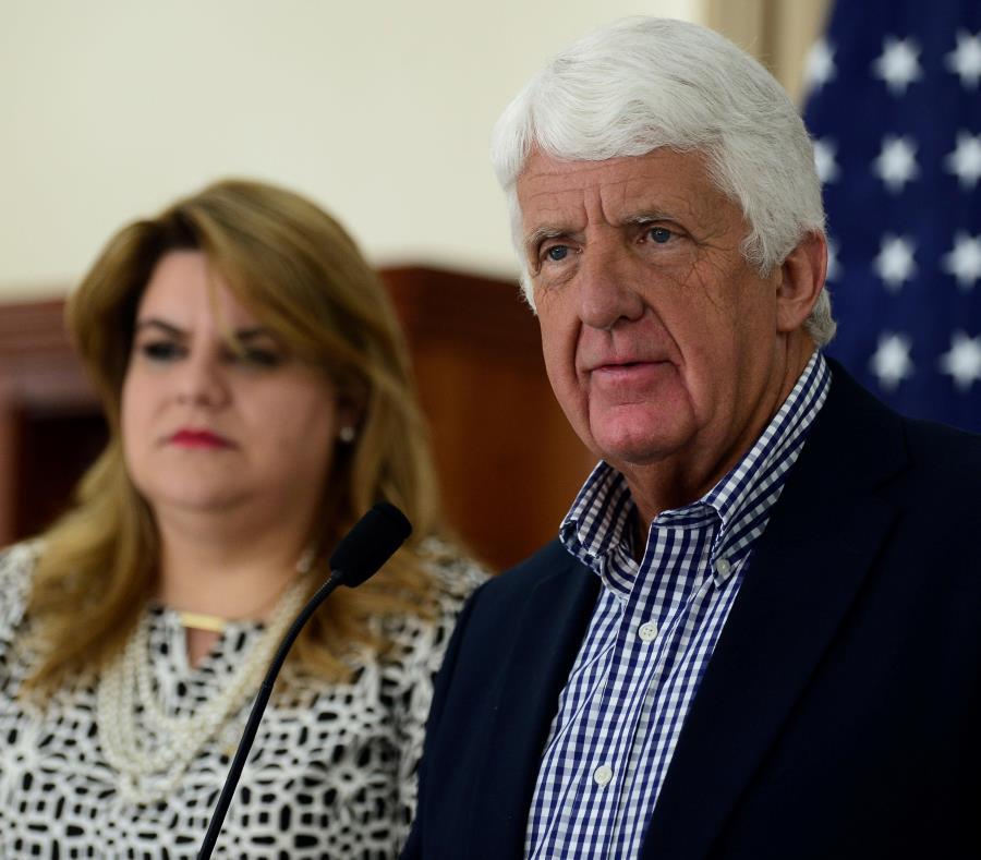 La comisionada residente Jenniffer González espera presentarle esta semana al congresista Rob Bishop (a la derecha) las propuestas sobre la solicitud que le hizo para estudiar cómo despolitizar la Autoridad de Energía Eléctrica. (semisquare-x3)