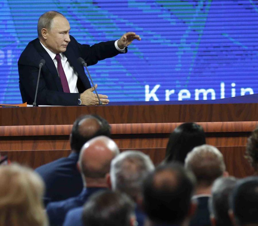 El presidente ruso Vladimir Putin ofrece su conferencia de prensa anual en Moscú, Rusia, el jueves 20 de diciembre de 2018. (AP Foto/Alexander Zemlianichenko) (semisquare-x3)