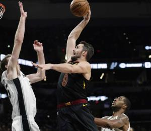 Los Cavaliers ponen fin a una racha de derrotas al ganarle a los Spurs