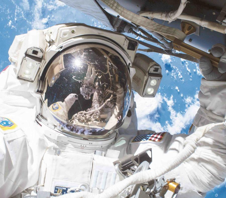 La misión es recuperar los experimentos científicos que fueron montados en el exterior de la estación. (EFE/Nasa) (semisquare-x3)