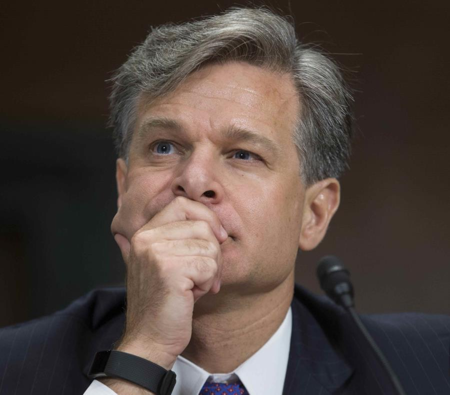 El director del FBI, Christopher Wray (semisquare-x3)