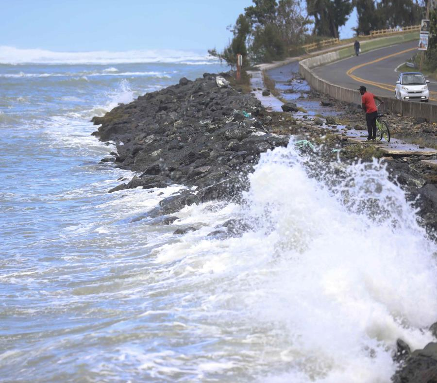 La foto de archivo muestra la histórica marejada de 2018 que azota la entrada de Boca de Cangrejos. (GFR Media) (semisquare-x3)