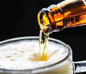 Hombre decide no suicidarse tras ofrecerle una cerveza
