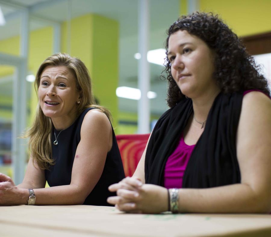 La exsecretaria del Departamento de Educación (DE) Julia Keleher, y la licenciada Yanín Dieppa, secretaria auxiliar de Asuntos Federales del DE. (GFR Media). (semisquare-x3)