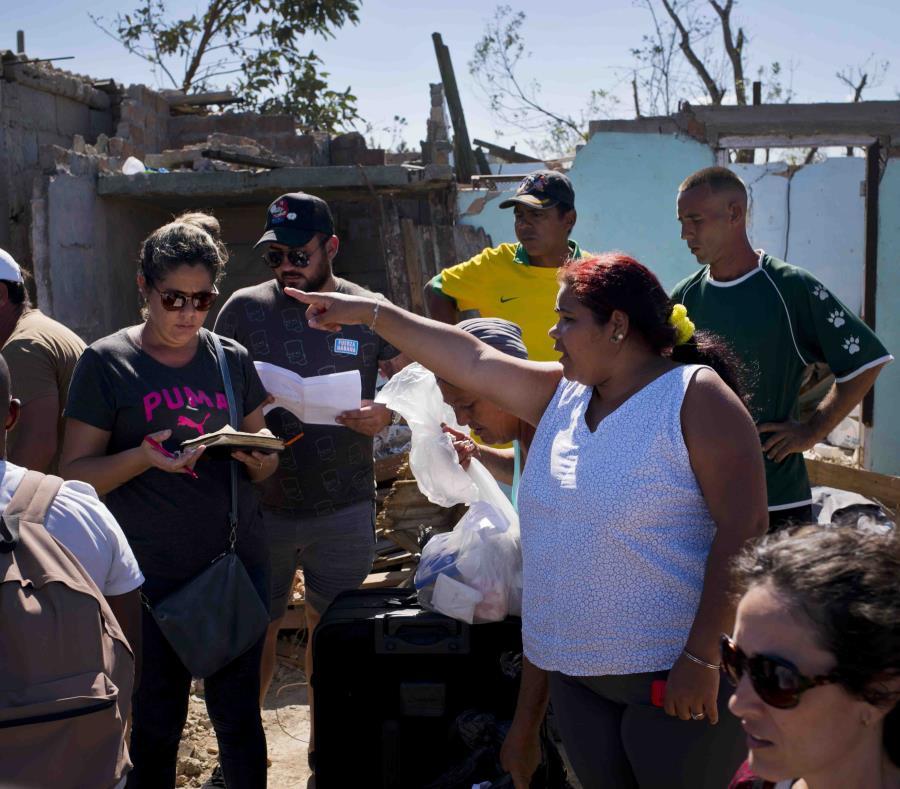 Envía Maduro ayuda humanitaria ¡a Cuba! -Reforma