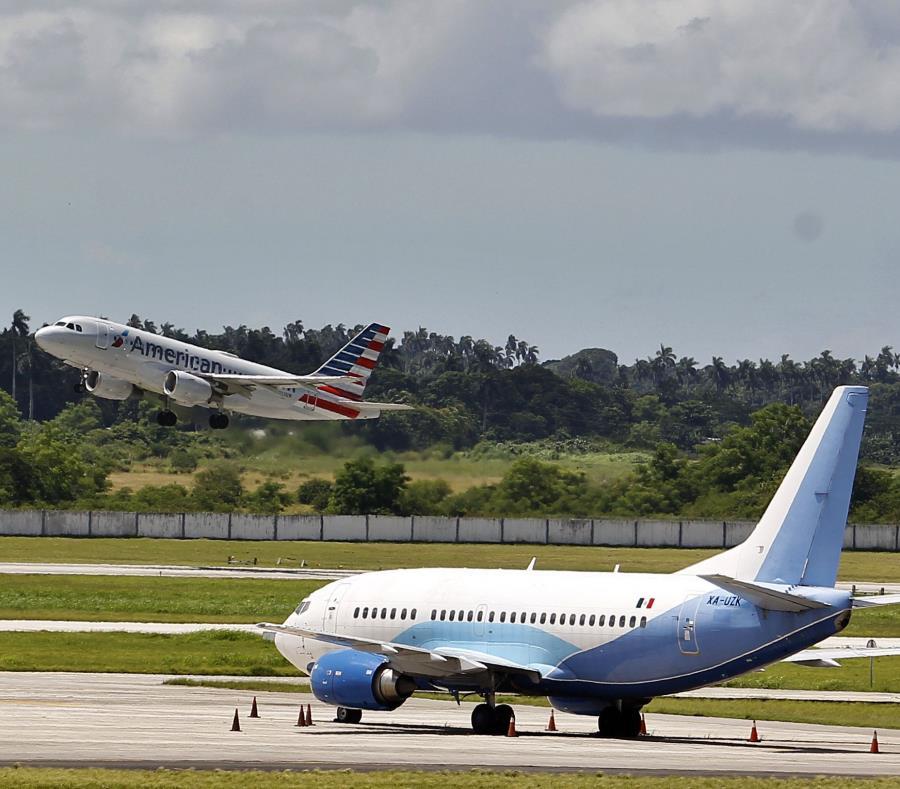 Un avión de American Airlines despega del aeropuerto José Martí, en La Habana. (GFR Media) (semisquare-x3)
