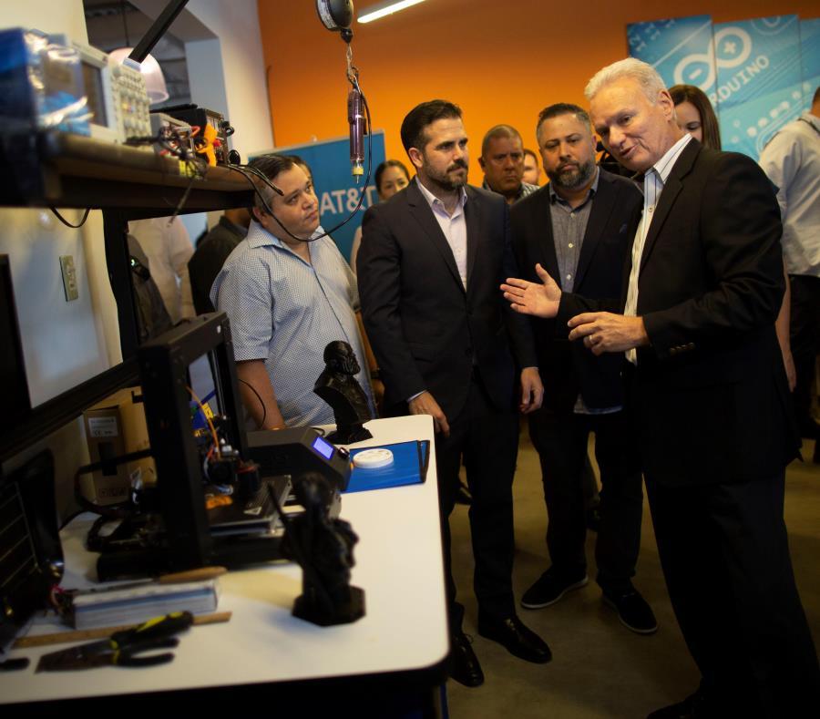 El gobernador participó ayer en el inicio de la construcción de un nuevo laboratorio tecnológico en Bayamón. (semisquare-x3)