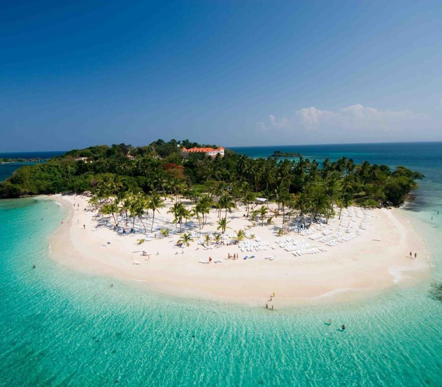 Impresionante playa en Cayo Levantado. (Ministerio de Turismo de República Dominicana) (semisquare-x3)