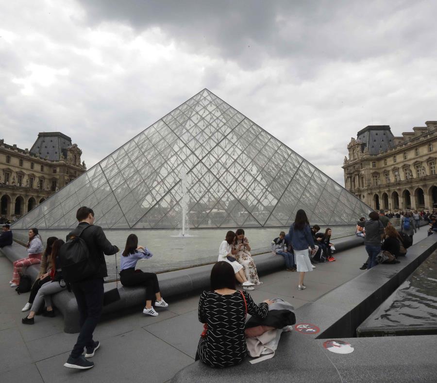 Empleados del museo se quejaron de que fueron acosados por turistas que esperaban para ver a la Mona Lisa. (AP) (semisquare-x3)