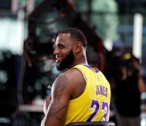 LeBron James ante guerra continua en el Oeste