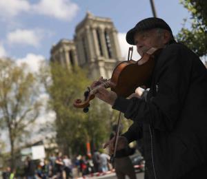 El duelo por Notre Dame