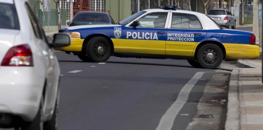 La Policía investiga la escena. (GFR Media) (horizontal-x3)