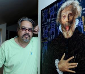 Williams Carmona refleja con sus lienzos metáforas y denuncias de la realidad