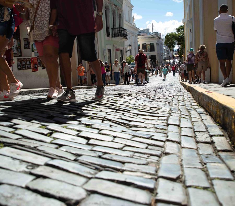 De los 4,165 hogares en el Viejo San Juan, 1,012 son unidades de Airbnb. (GFR Media) (semisquare-x3)