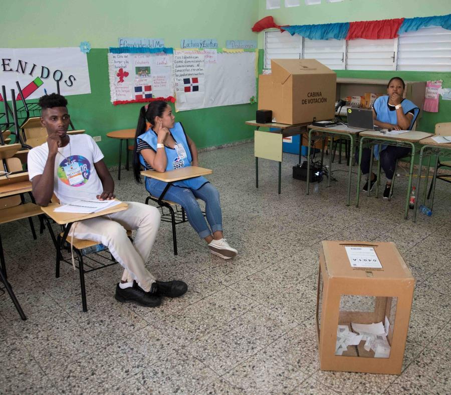 Vocales de mesa esperan este domingo sin enterarse aún de la suspensión de las elecciones municipales en Santo Domingo