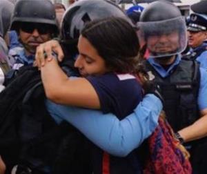 Prohibido abrazar en San Juan