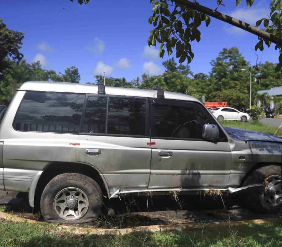 En la foto el vehículo donde encontraron muerto a Francisco Chevres Rivera. (semisquare-x3)