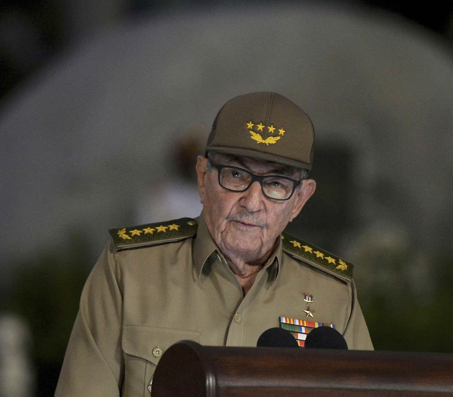 Raúl Castro Ruz aseguró que Cuba no vivirá otro periodo especial, pero anunció que la isla atravesará un turbulento escenario económico. (AP / Yamil Lage) (semisquare-x3)