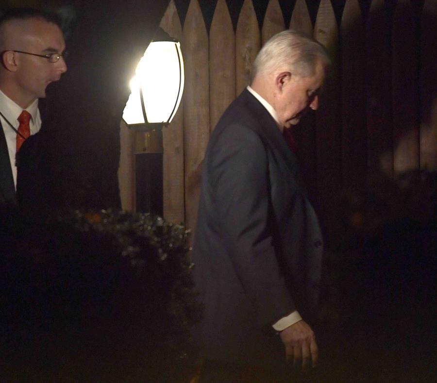 Jeff Sessions regresa a su casa en Washington el 7 de noviembre de 2018. (semisquare-x3)