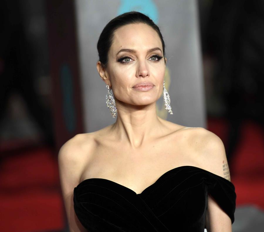 La actriz Angelina Jolie gestiona parte de la ayuda que pudiera llegar a los venezonalos. (EFE) (semisquare-x3)