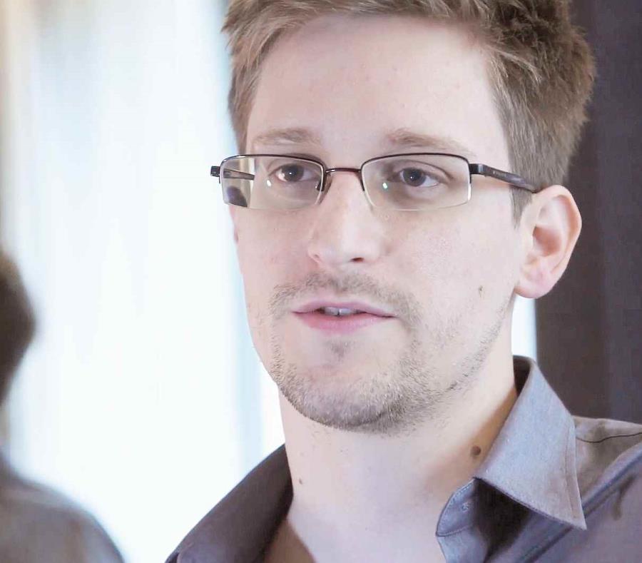 EE UU demanda a Snowden para confiscar los ingresos de su libro