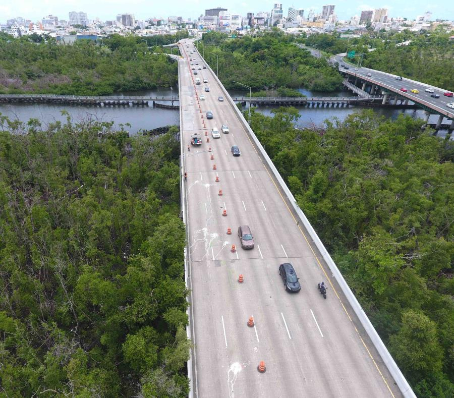 La imagen muestra un puente sobre el Caño Martín Pena. (GFR Media) (semisquare-x3)