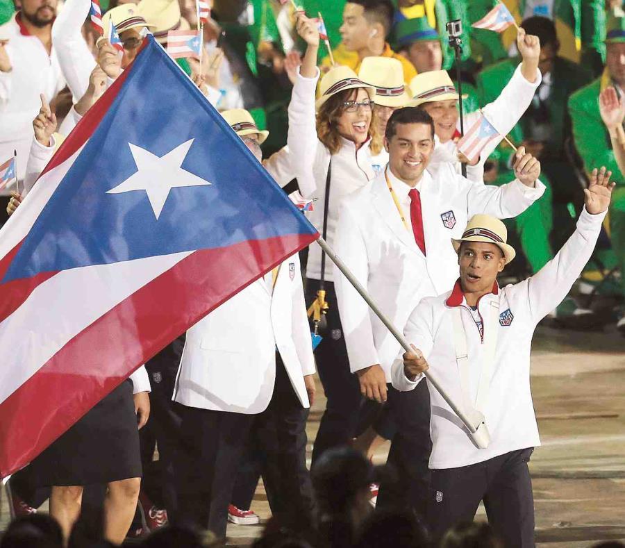 El retirado gimnasta Luis Rivera fue el abanderado de los XVII Juegos Panamericanos Toronto 2015. (Archivo / GFR Media) (semisquare-x3)