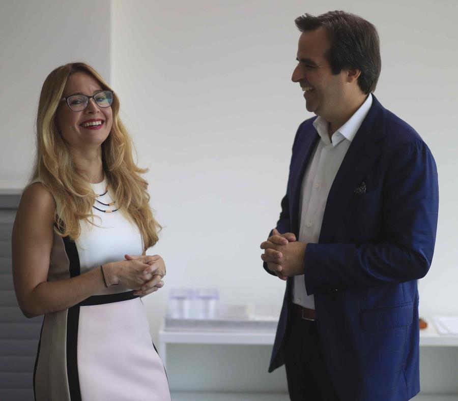 Ella Woger Nieves, directora de operaciones de Invest PR, explicó que