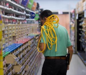 Las cadenas locales venden a precios más bajos