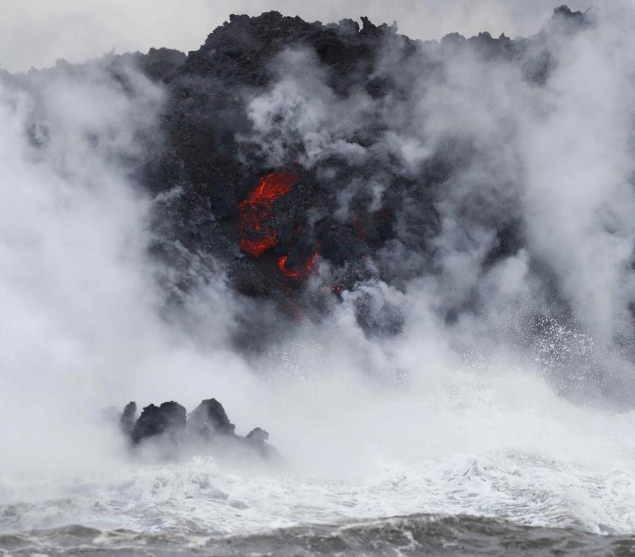 La lava del volcán Kilauea llega al océano cerca de Pahoa, en Hawai, Estados Unidos (semisquare-x3)