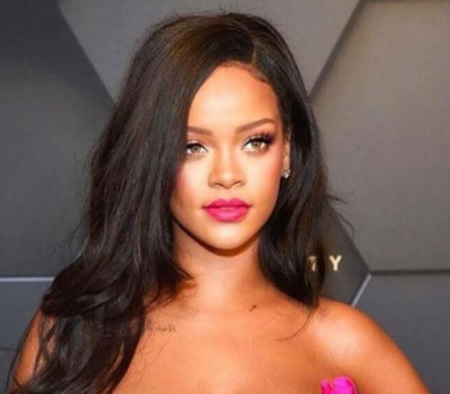Los Fans De Rihanna Atacan A Chris Brown Por Comentar Unas