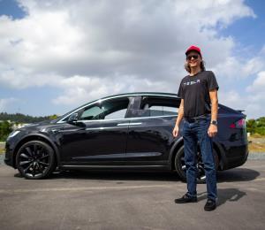Puertorriqueños ponen a prueba el nuevo sistema operativo de Tesla