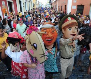 Comienza el festejo del pueblo en las Fiestas de la Calle San Sebastián